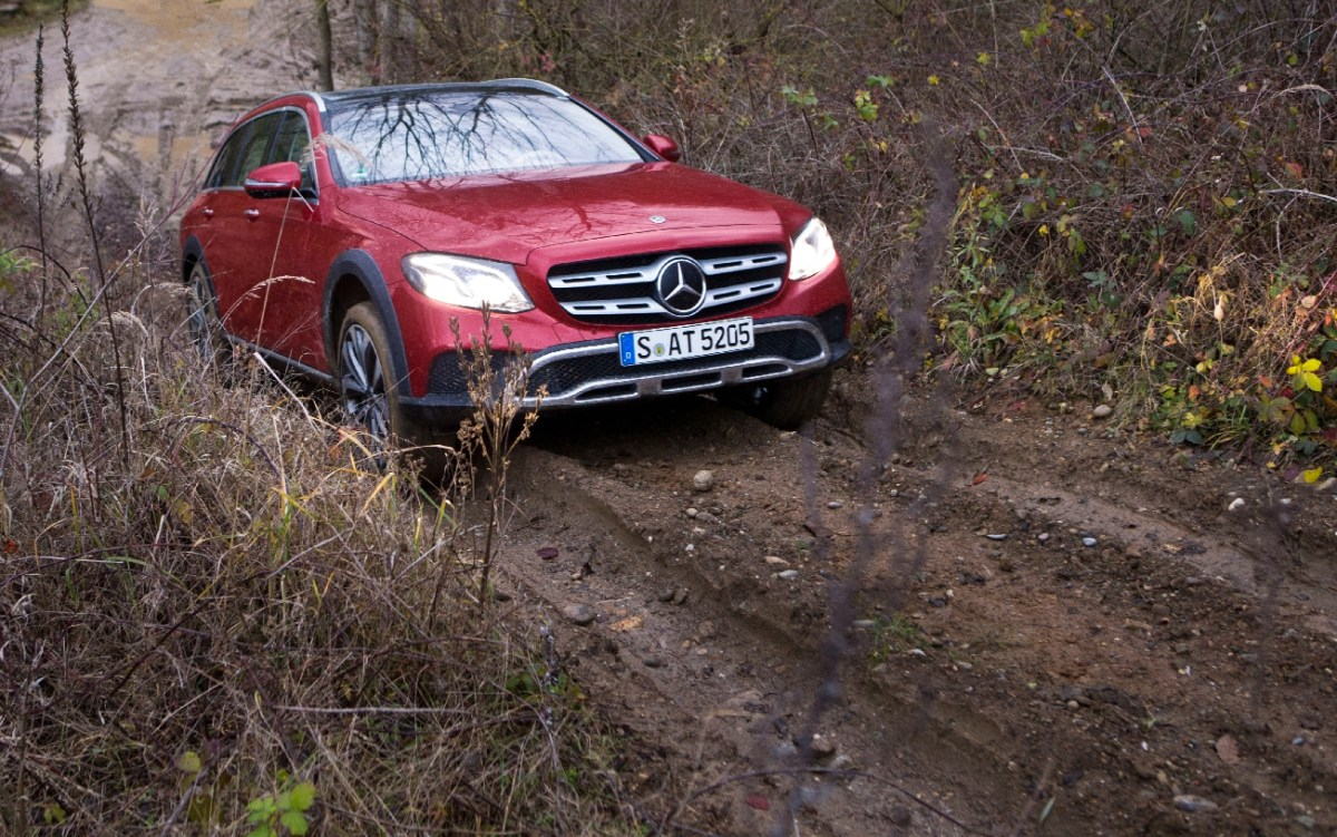 Mercedes-Benz E-Klasse All-Terrain; Outdoor; Exterieur: designo hyazinthrot metallic ; Mercedes-Benz E-Class All-Terrain; outdoor; exterior: designo hyacinth red metallic;