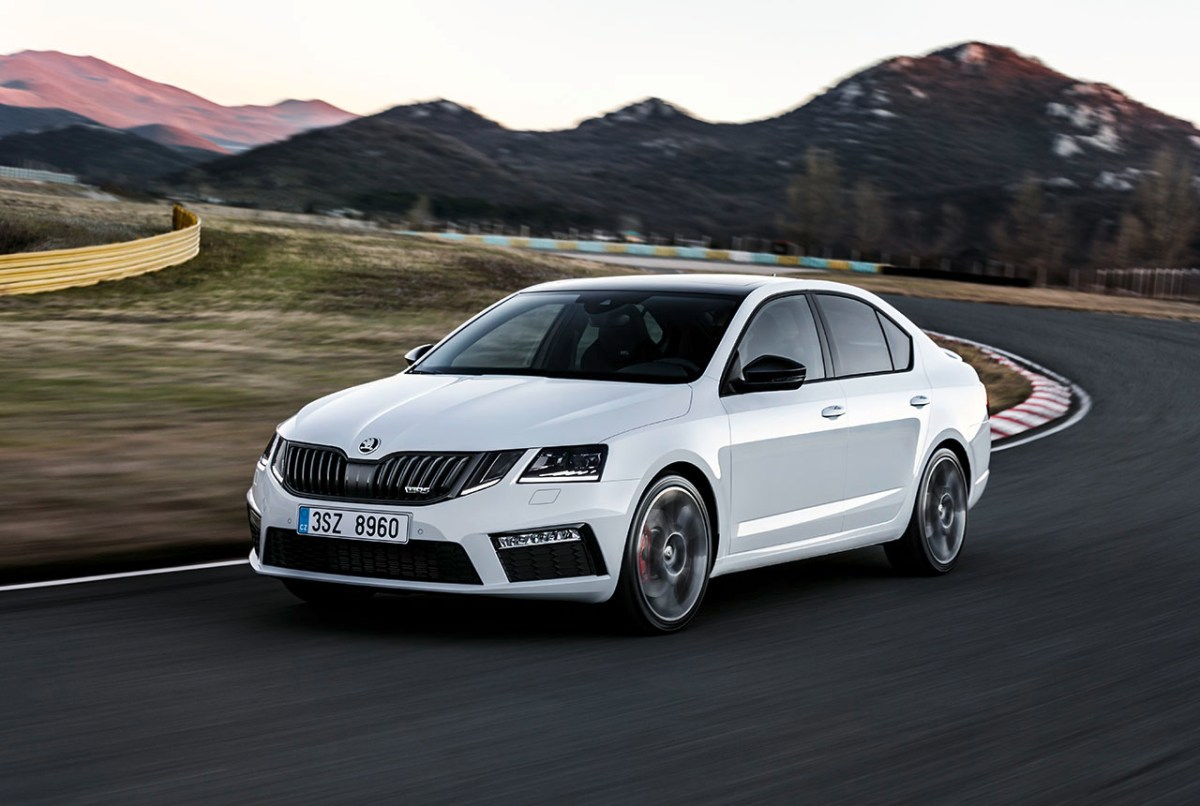 skoda-octavia-rs-combi-hatchback-wit-facelift-2017-01
