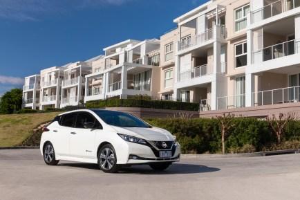 2018 Nissan LEAF 251