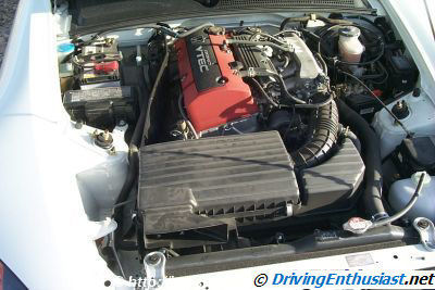 S2000 engine compartment