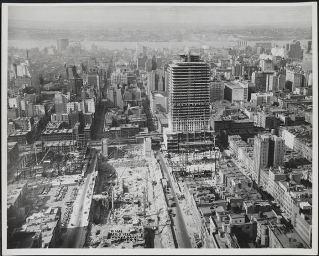 1932 Rockefeller Center under construction.