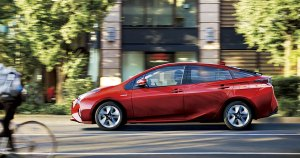 Toyota-Prius-Awards-2016-best-hybrid-eco-car-1140x600_tcm-3030-750180