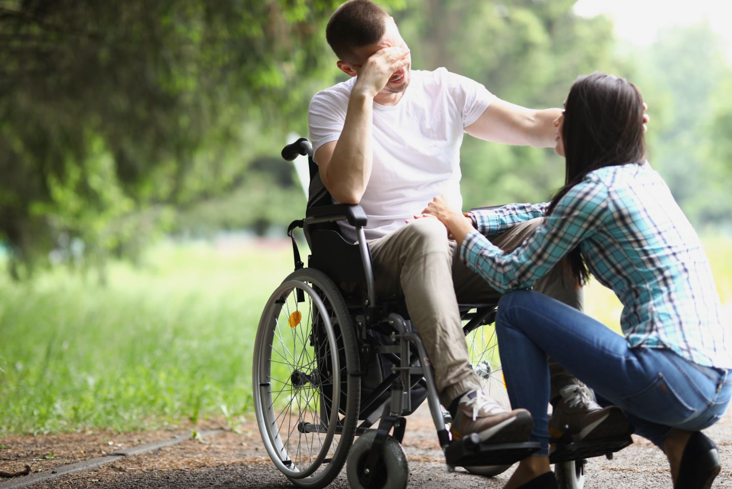 Living with uncertainty, pain and compromised physical ability