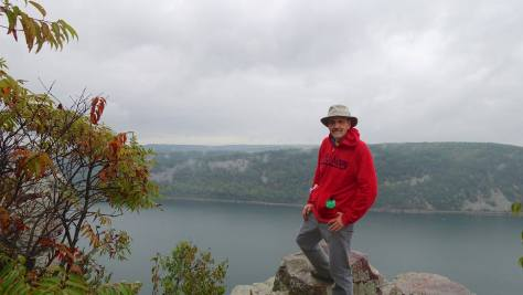 """Me on the top of a bluff. Note the green """"emergency"""" poncho in my pocket."""