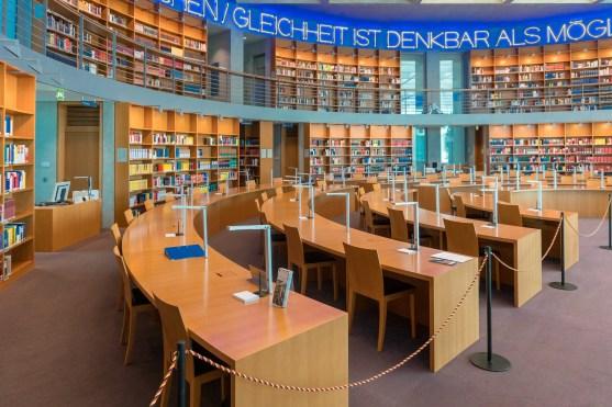 Lesesaal und Bibliothek im Marie-Elisabeth-Lüders-Haus