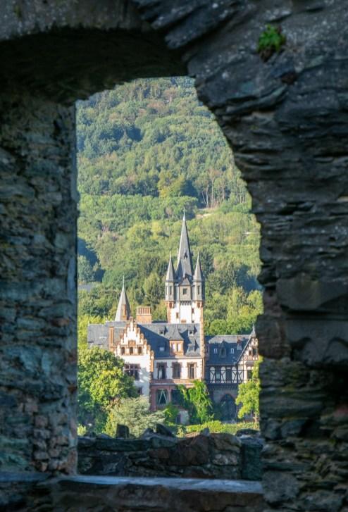 Blick von der Burgruine Königstein auf die Villa Andreae