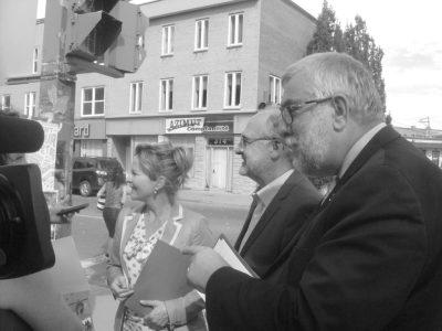 Anne Guérette, Paul Shoiry et Paul Bussières sur la rue Saint-Vallier. photo nathalie côté