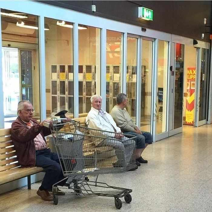 35 Funny Husbands Shopping With Their Wives Will Make You LOL -27