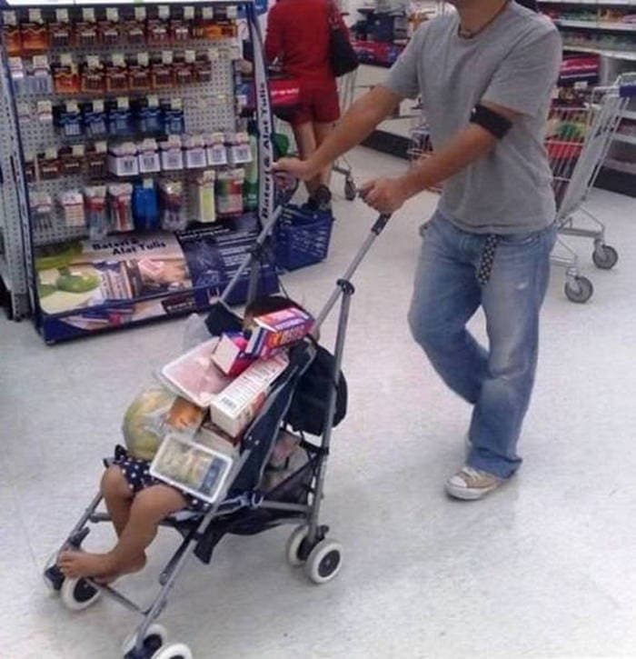 17 Funny Pictures of People That Know How to be a Good Father -09