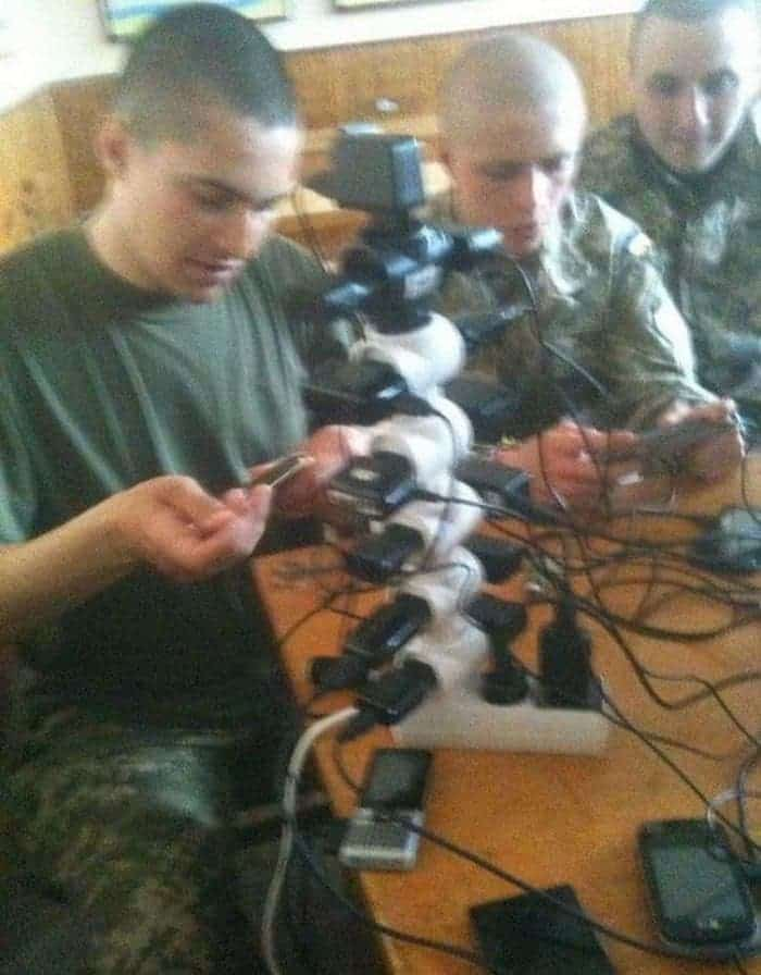 13 Ridiculous Pics of Smartphone Charging in the Army Will Make You LOL -07
