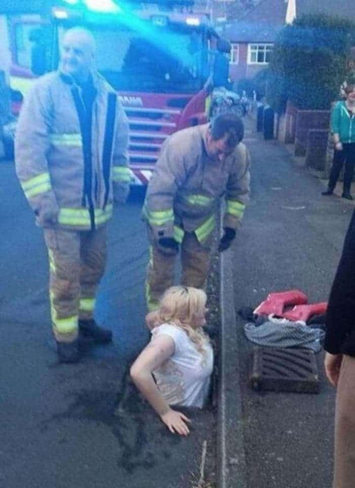 15 Epic Fail Pics of Girls Got Stuck in Trouble Will Shock You -05
