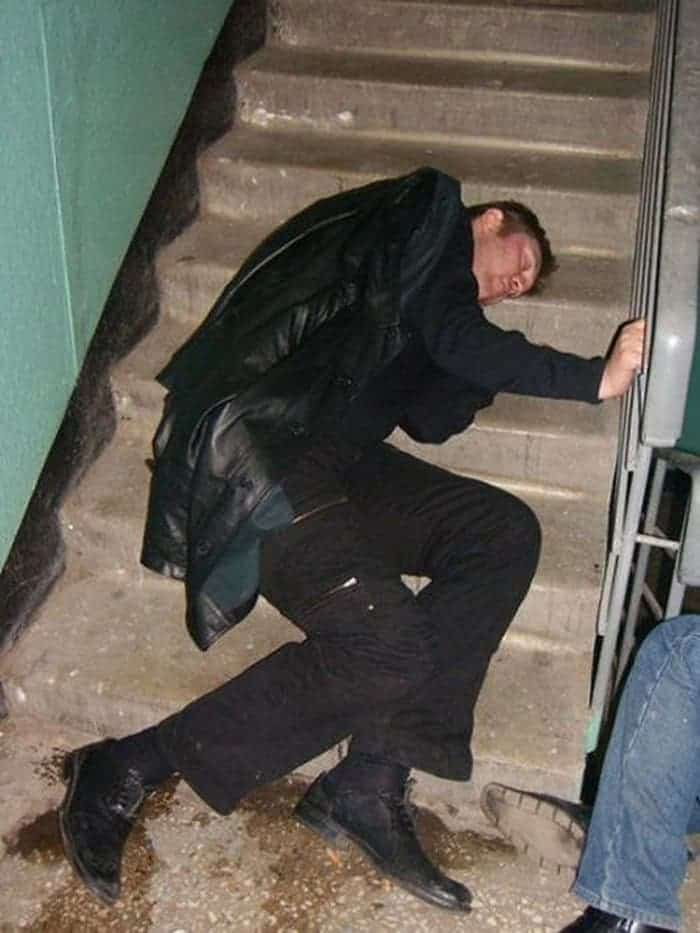 48 Ridiculous Drunk People That Will Shock You -32