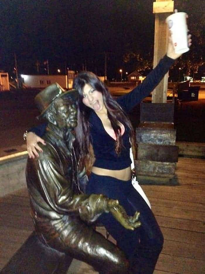 48 Ridiculous Drunk People That Will Shock You -40