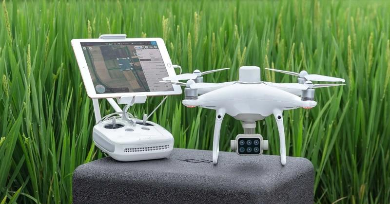 p4multispectral-drone-1 Droni