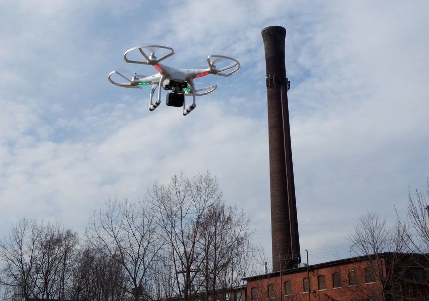 Droneflyers.com First Phantom 1 - 2013