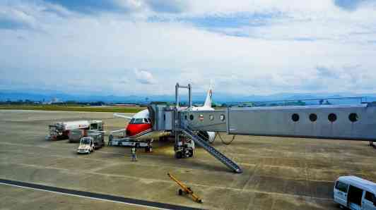 airplane-690750_1920