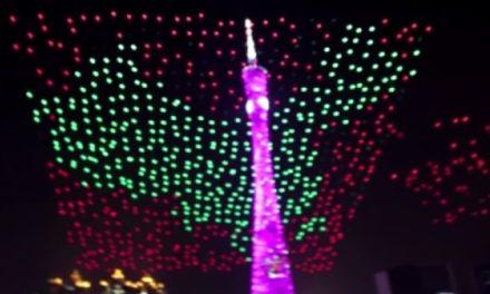Tisíc dronů předvedlo světelnou show