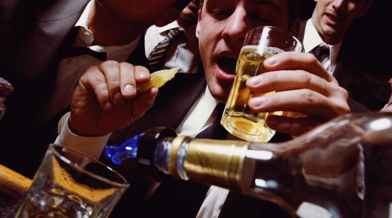 adults heavy drinkers drinking alcoholic alcoholism