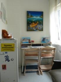 Das Wartezimmer mit Kinderspielecke