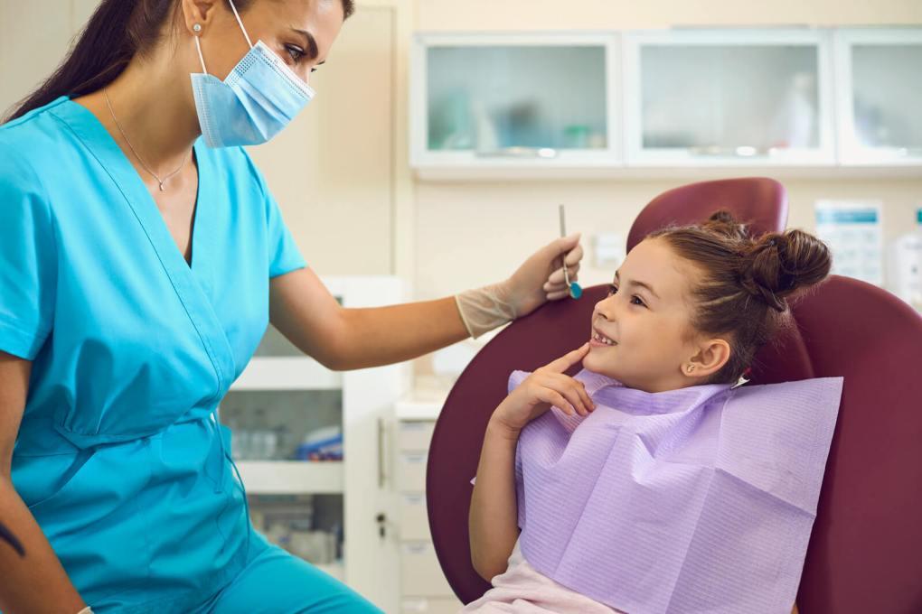 prevenirea cariilor la copii sigilarea dentara stomatologie dr state prevenirea cariilor Prevenirea cariilor la copii – Sigilarea dentară Prevenirea cariilor la copii Sigilarea dentara Stomatologie Dr State 1024x683