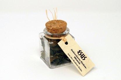 Getrocknete Eichenmisteln im Glasfläschchen