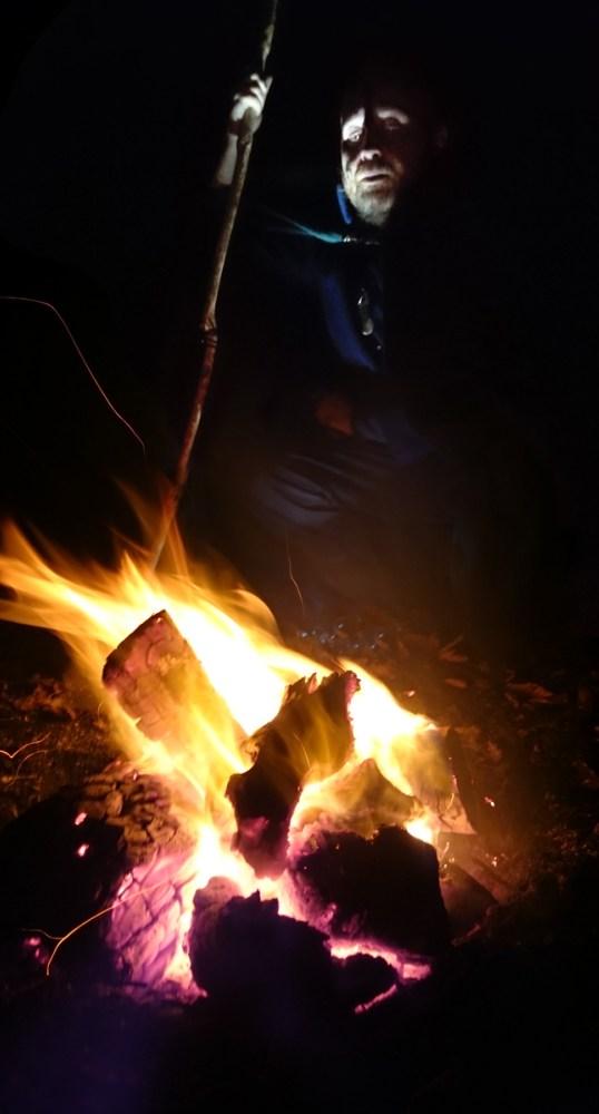 Solstice d'hiver - prêtre du Grand Cornu devant le feu