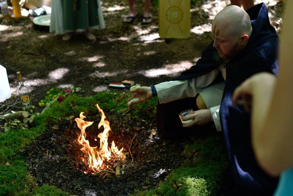 cérémonie druidique - barde offrande