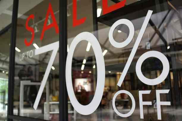 70 % korting sticker op raam