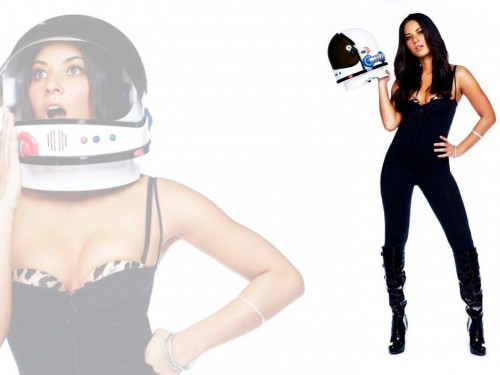 oliva munn in a cat suit and space helmet 500x375 oliva munn in a cat suit and space helmet