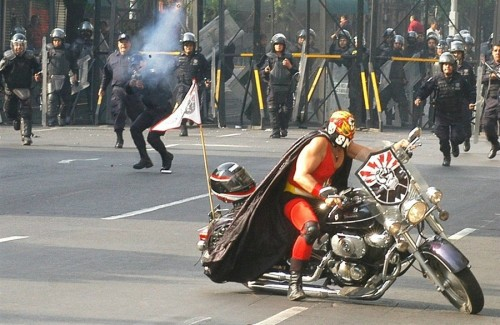 Mexican Rioter 500x325 Mexican Rioter