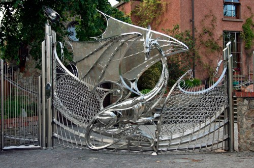 iron dragon gates 500x330 iron dragon gates