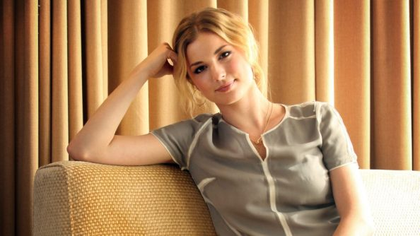 Emily Vancamp in the yellow room 1024x576 Emily Vancamp in the yellow room
