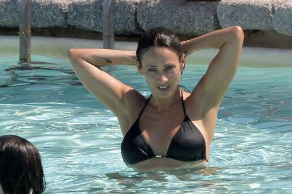 Natalie Imbruglia arms up 1024x681 Natalie Imbruglia arms up