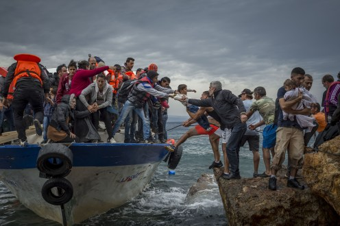 Turkish smuggling boat dropping refugees off on the Greek Island of Lesbos 4928?