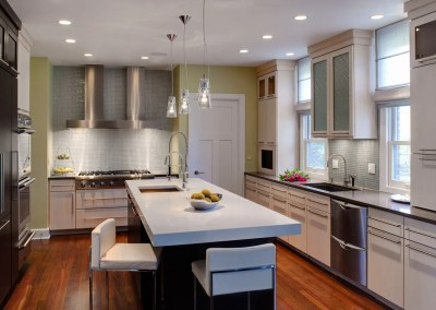 Clean Lines and Light in a Contemporary Kitchen