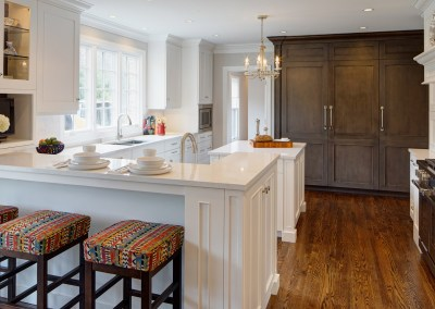 Flowing and Functional Kitchen – Lake Forest