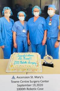Dr Russell celebrates 1000 robotic surgery case