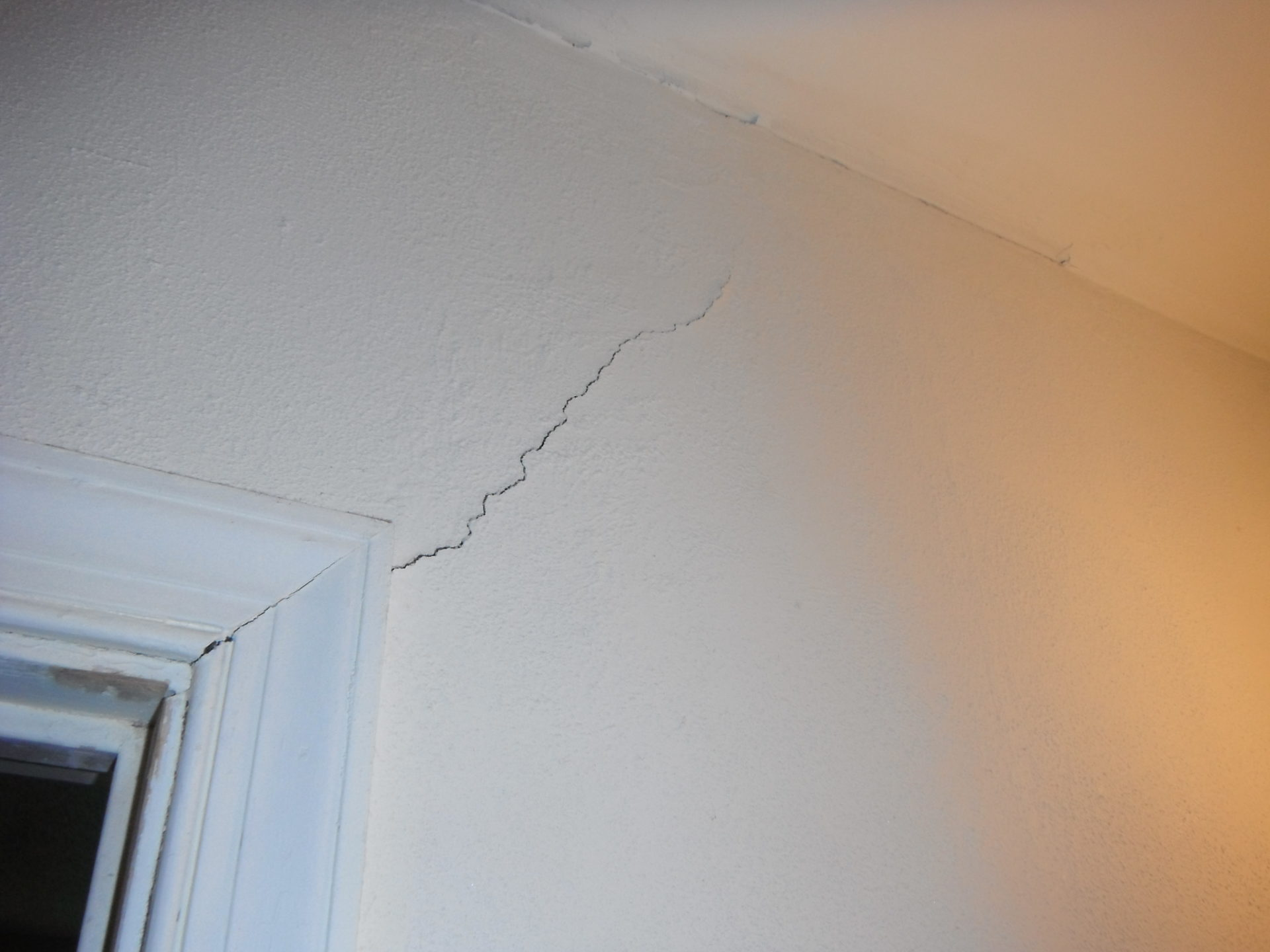 hair line drywall crack due to foundation issues