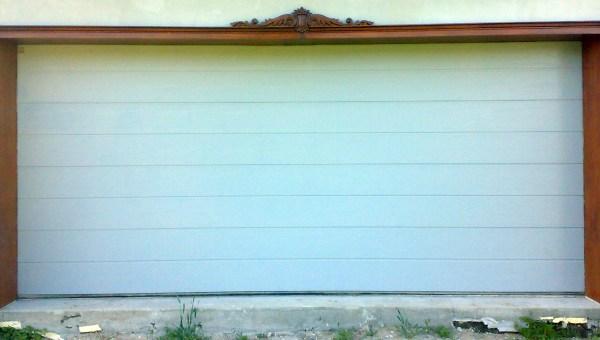 Drewniana nakładka na drzwi garażowe