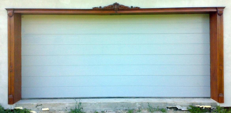 drewniana-nakladka-ozdobna-na-sciane%cc%a8-do-drzwi-garaz%cc%87owych