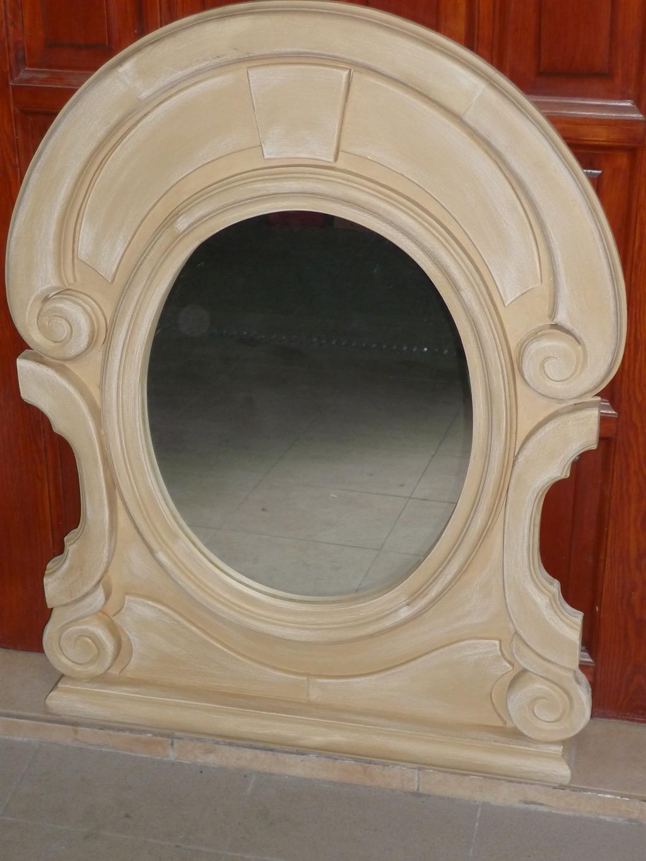 drewniane-lustro-w-jasnym-kolorze