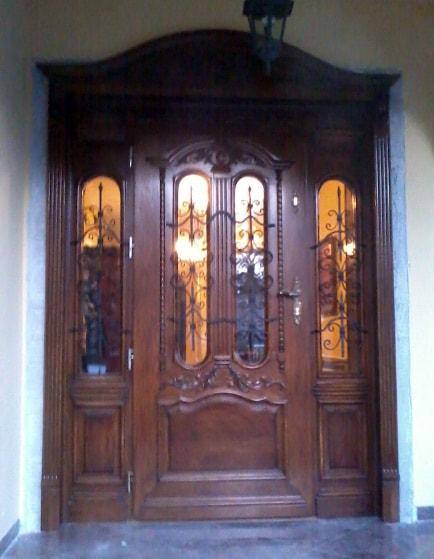 Drzwi frontowe dębowe zdobione przeszklone
