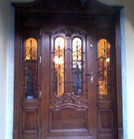 Drzwi frontowe debowe zdobione przeszklone
