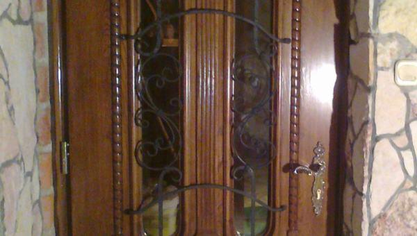 Drzwi frontowe z naświetleniem górnym
