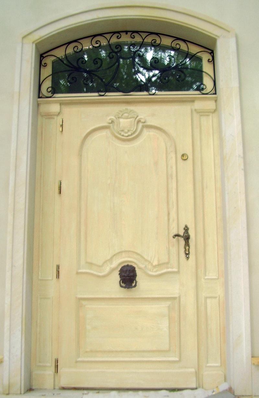 Drzwi zewnętrzne na wymiar – jesionowe