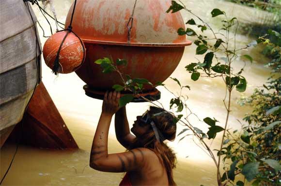 Indira macht Sarahs Dschungelprüfung