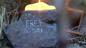 Kerzenschein im Dschungel - Reiner übt sterben