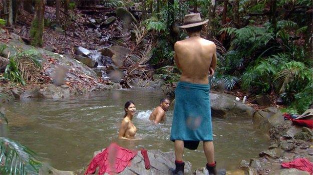 Micaela nackig im Dschungel-Camp Teich