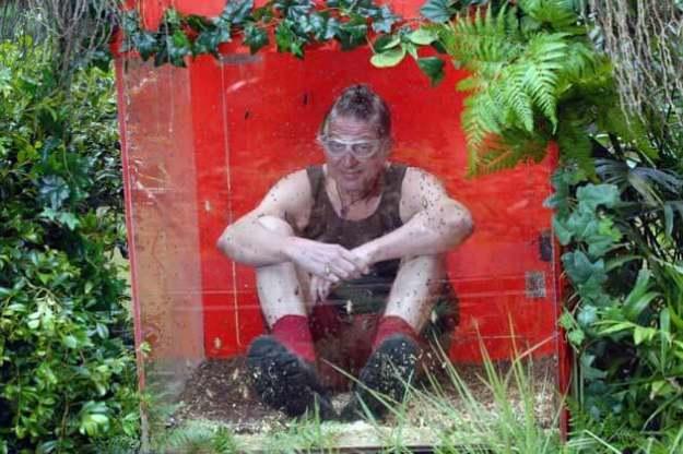 Walter am schlauchenden Band im Dschungelcamp 2015