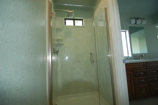 Heavy Glass Frameless Shower Pivot Door